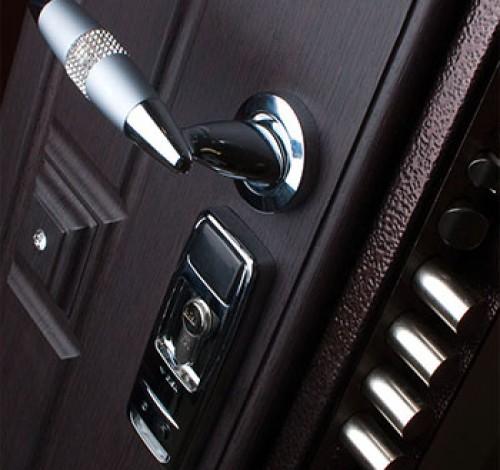 Захлопнулась дверь, забыли или потеряли ключи? Если вы попали в подобную ситуацию и вам требуется вскрыть замок, немедленно звоните нам.
